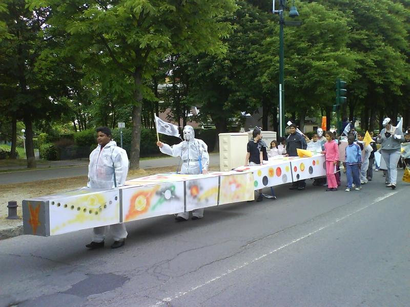 carnavalecondeauxepinaysurseinemai20101.jpg