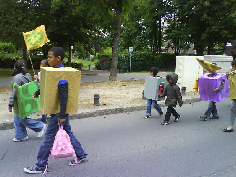 carnavalecondeauxepinaysurseinemai20105.jpg