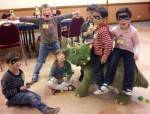 Animations et ateliers pour enfants en centres de loisirs, centres sociaux, ludothèques etc.. dans Animations professionnelles gouter-anniversaire-dinosaure-6-ans-150x114